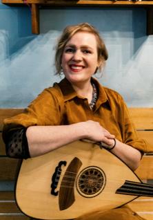 Frau mit Instrument